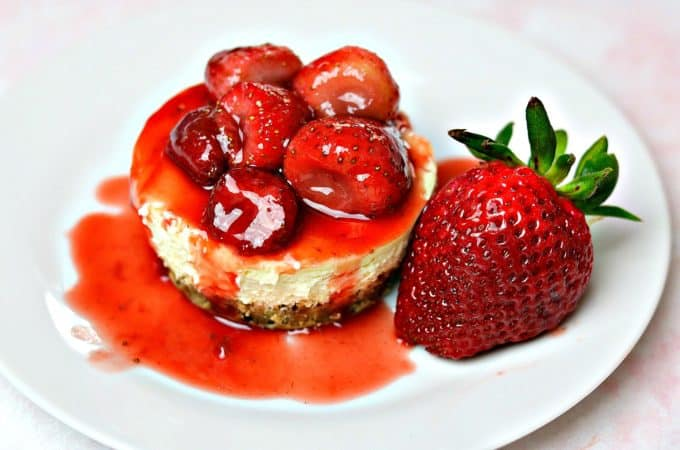 An easy, gluten-free, keto-friendly, and low-carb strawberry cheesecake recipe that uses Nui Snickerdoodle Cookies in the crust. #keto #glutenfree #lowcarb #cheesecake #ketostrawberrycheesecake #ketodessert #glutenfreecheesecake