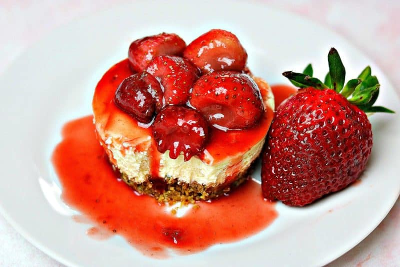 Gluten-free Strawberry Cheesecake with Strawberry Sauce