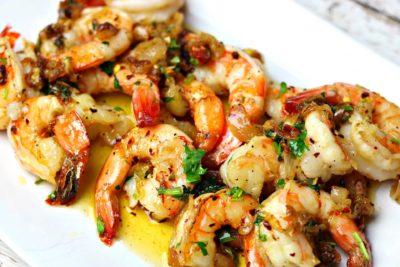 keto-friendly shrimp scampi on a plate